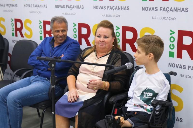 Estudante Tiago Link é representante da 21ª CRE e dá palestra motivacionais para adolescentes em depressão