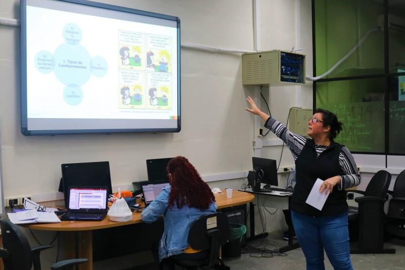 Durante a tarde desta segunda-feira (18), os professores selecionados treinaram as apresentações para gravar as aulas
